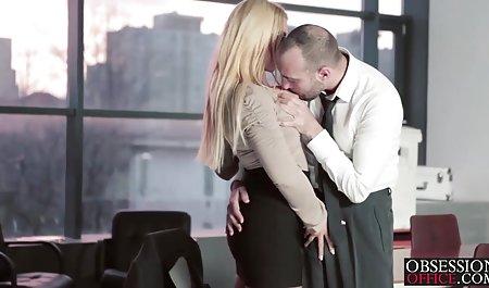 کیرا نویر یک شخص ساده و معصوم آبنوس است که به نظر می رسد خیره دانلود بهترین فیلمهای سکسی دنیا کننده است